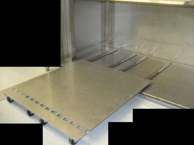 保管物の出し入れがしやすいようにスライド方式を採用