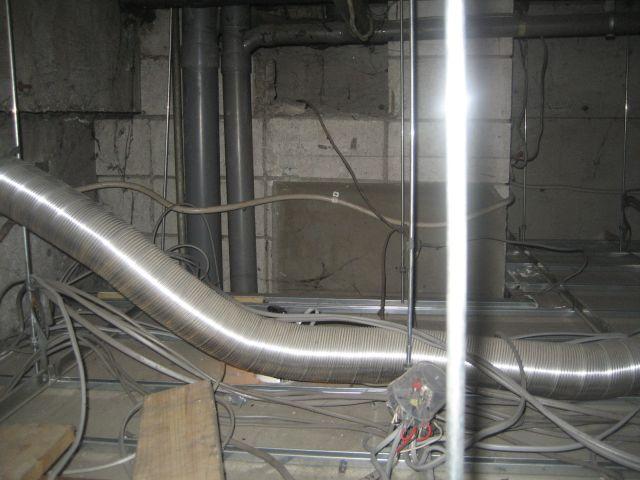 リニューアルにつぐリニューアルであったことから、完全なる設備配管修繕工事は不可能と判断