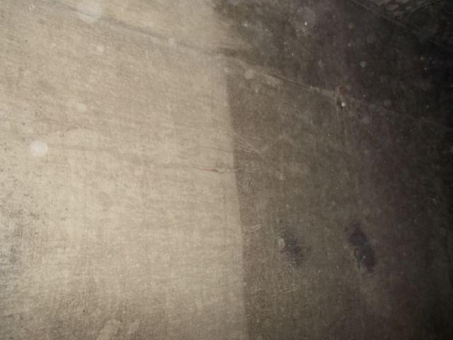 真っ黒のススで、壁と天井は覆われていた