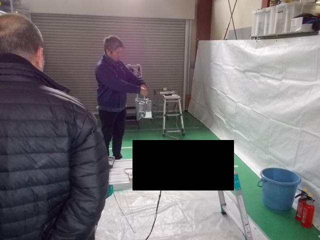 研究所に対象となる臭気のもとを設置