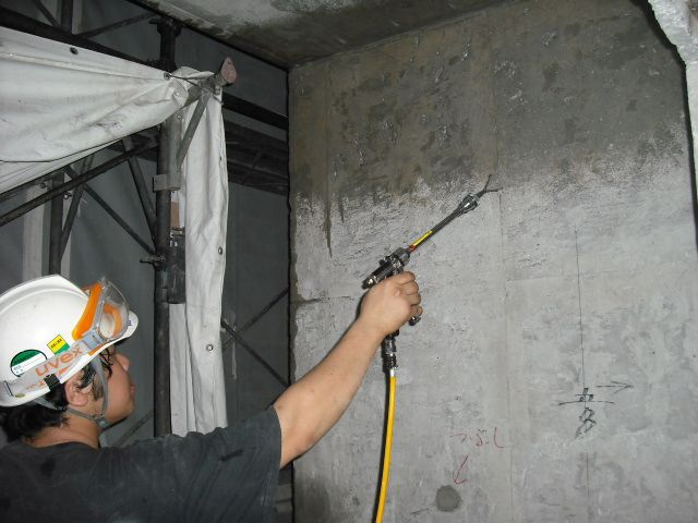 ハイブリッド脱臭工法による火災臭の脱臭作業