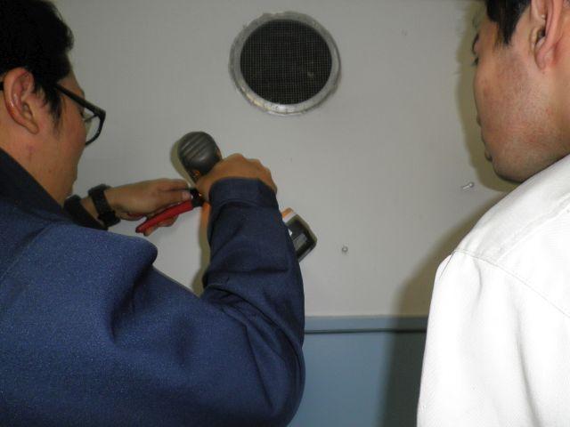 酸素クラスターの設置作業